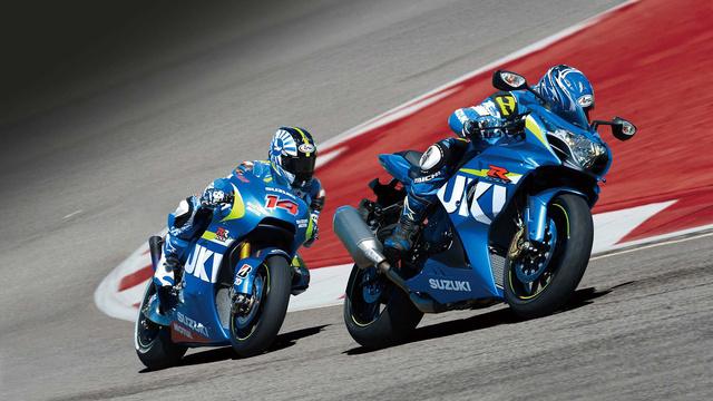 Elöl az új GSX-R1000, mögötte a MotoGP-be szánt GSX-RR