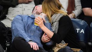 Cameron Diaz boldogan smárolta le férjét