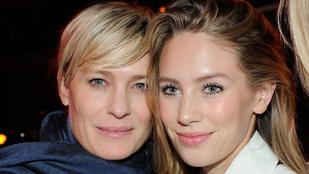 Sean Penn lánya együtt bulizott az anyjával