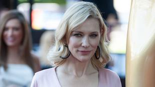 Cate Blanchett semmit sem húzott selyemszatén ruhája alá