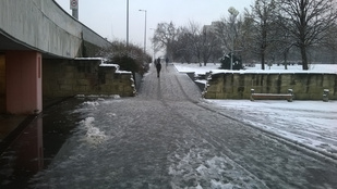 Ezért okoz közlekedési káoszt öt centi hó