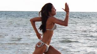 Padma Lakshmi bikinis fotója kicsit bizarr lett