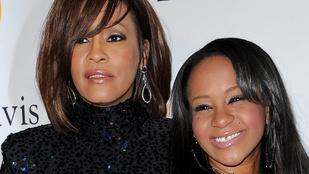 Élettelenül találtak rá Whitney Houston lányára a fürdőkádjában