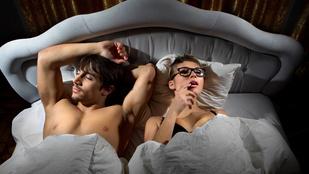 Amikor éjjel arra ébred, hogy a partnere maszturbál