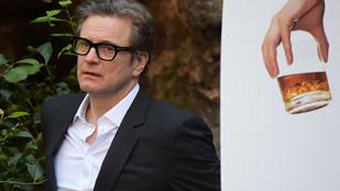 Colin Firth furcsa háttér előtt fotózkodott