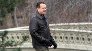 Tudja, miért fotóz Tom Hanks félpár kesztyűket?