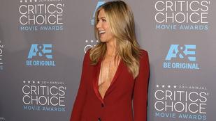 Hétvégi unalom ellen: Jennifer Aniston egyhavi dekoltázsa