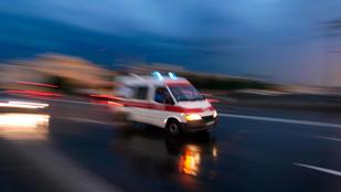 Zsebre tett kézzel nézte végig a mentős a haldokló haláltusáját