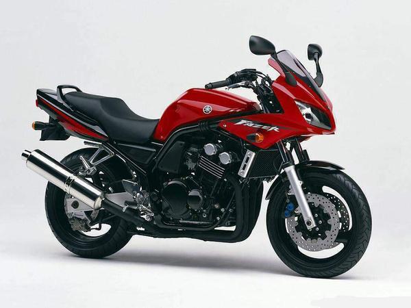 Yamaha FZS600 Fazer - sokat hoztak be a fojtott változatból