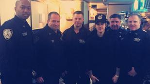 Justin Bieber be akar vágódni a rendőröknél