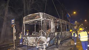 Kiégett egy busz a második kerületben