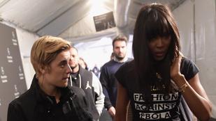 Így anyáskodott Naomi Campbell Justin Bieber felett
