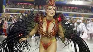 Végre felvonulnak a brazil karneváli mellek!