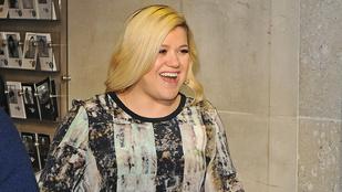 Kelly Clarkson úgy meghízott, hogy rá sem lehet ismerni