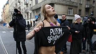 Nézegessen nagyon sok tiltakozó pucér mellet!