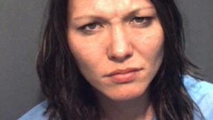 Autó elé fekve maszturbált ez az orlandói nő