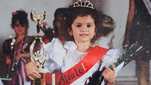 Selena Gomez szépségkirálynős képet mutatott magáról
