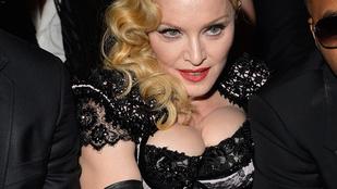 Madonna inhalálással készül, és kivasalták az arcát