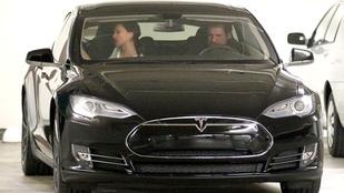Jim Carrey titokzatos nővel autókázott