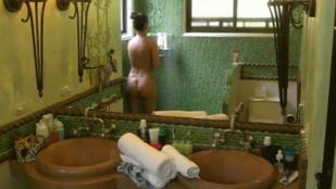 Bréking! Éden Marianna meztelenül zuhanyzott!