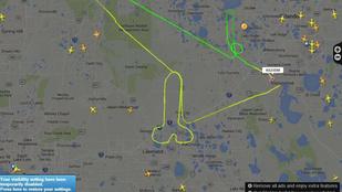 Faszt rajzolt a pilóta a FlightRadarra