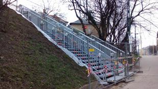 Új lépcsőt kapott a Széll Kálmán tér