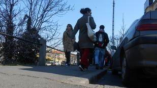 Nyomorognak a Vérmező útra terelt gyalogosok
