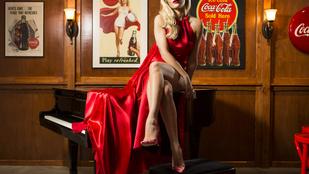 Rita Ora combjai nem eresztenek