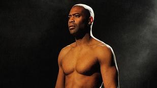 Drasztikusat nyiratkozott ez a fekete brit színész