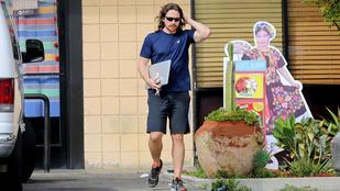 Christian Bale hülyegyerek hajjal mutatkozott