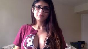 Kiskutyával dobja fel melleit a muszlim pornós