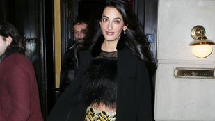 Mi a jó franc ez a szett Amal Clooney-n?!