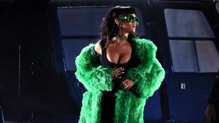 Rihanna durva dekoltázzsal tarolt, Taylor Swift pedig eszét vesztette