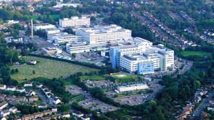 Eszméletlen betegekkel perverzkedett a brit kukkoló
