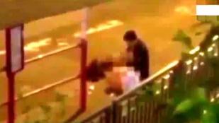 Részegen szexeltek a nyílt utcán, míg a rendőrség félbe nem szakította őket