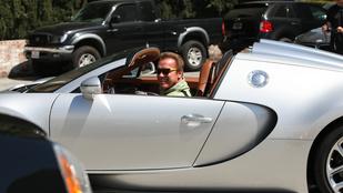 Arnold Schwarzenegger boldogan megsétáltatta a Bugattiját