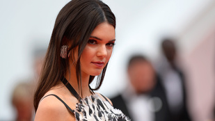 Kendall Jenner naná, hogy meztelenül húsvétozik