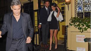 Amal Clooney lábai még mindig lélegzetelállítóak