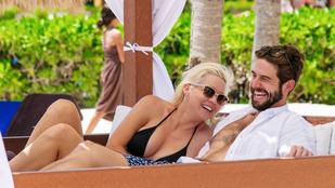 Bikiniben jónősködik a Beverly Hills 90210 színésze
