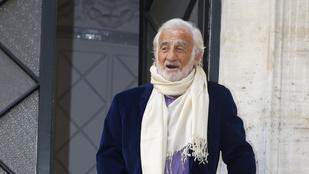 A 82 éves Belmondo egy agyonszolizott télapó lett