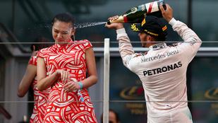 Napi paraszt: Lewis Hamilton arcon spriccelt egy hostesst