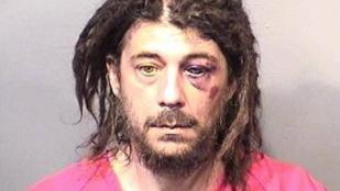 Istennek hitte magát és fát dugott a floridai drogos