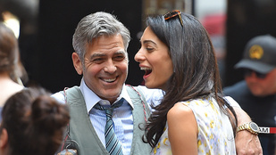 A nap képén: A ráncos Clooney és a teliszájjal röhögő Clooney-né