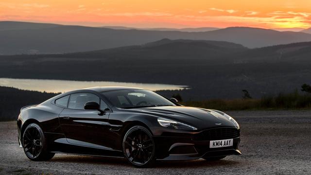 A másik résztvevő: Aston Martin Vanquish Carbon