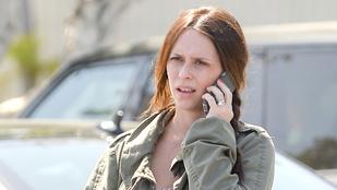A várandós Jennifer Love Hewitt smink nélkül ment bevásárolni