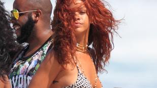 Aligruhában örömködik Rihanna
