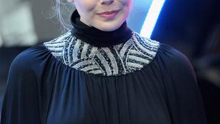 Durva, Elizabeth Olsennek mellbimbói vannak!