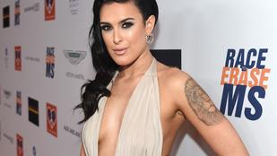 Rumer Willis most Kardashian fejet és melloldalt villantott