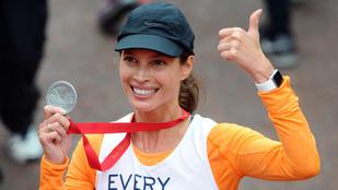 Így néz ki Christy Turlington a londoni maraton után