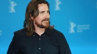 Christian Bale térdének és filmjének is annyi